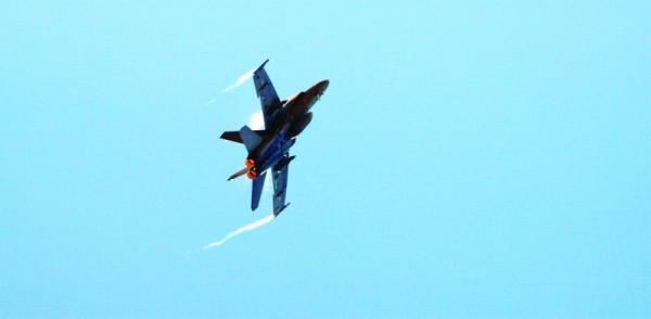 Useimman lentorukkilaisen unelma työstä, työkalusta ja toimistosta eli F18 Hornet.