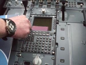 MCDU -yksikkön kautta syötetään lennon suorittamisen kaikki keskeinen informaatio.