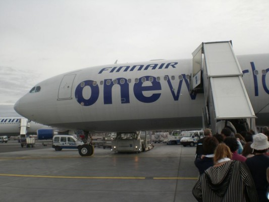 Airbus -yhtiön Toulousen tehtaan kokoonpanolinjalta 31.7.2008 valmistunut AIRBUS A340-300 OH-LQE.