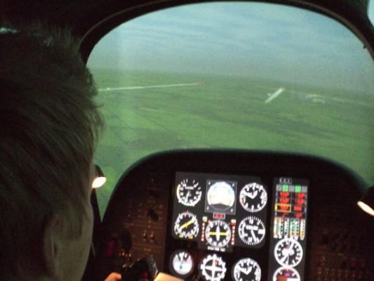 Lennonjohtajakoulutuksessa lennetään myös simulaattoreilla lentäjän näkökulman aikaansaamiseksi